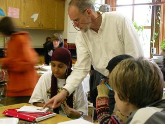 Teacher helps student_web+blog